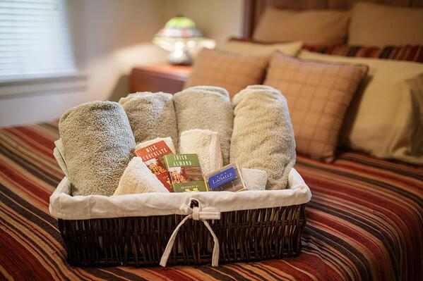 gift-bag-bedroom-south-bend-home