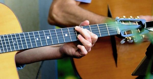 guitar-4297538_1920
