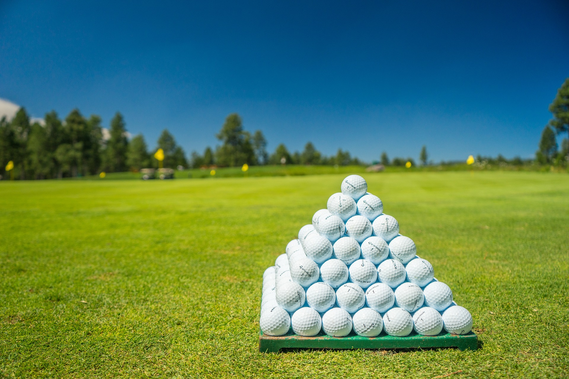 Homeowners near golf courses are earning big hosting pro golfers. Here's how...