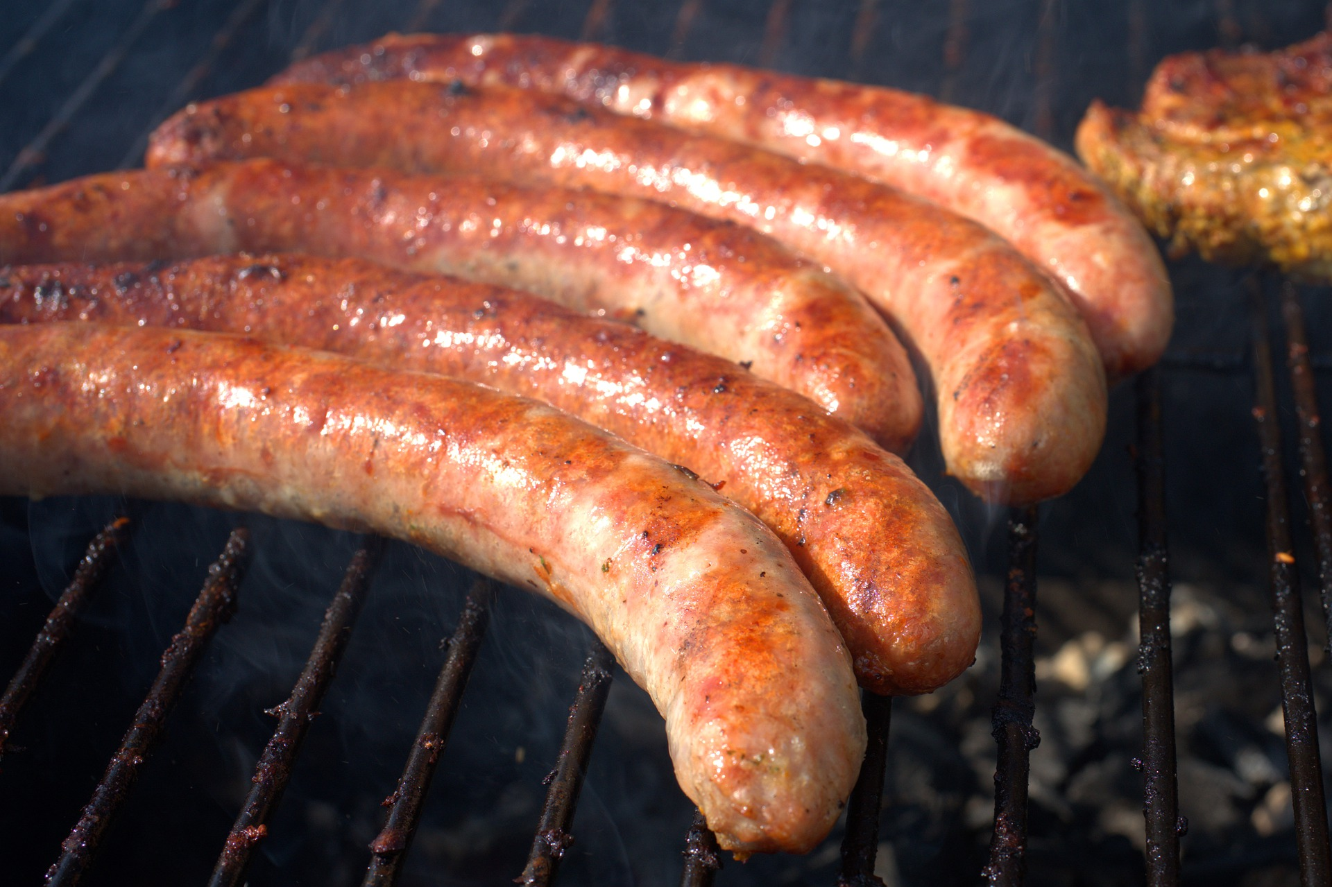 grill-sausage-4249707_1920-1