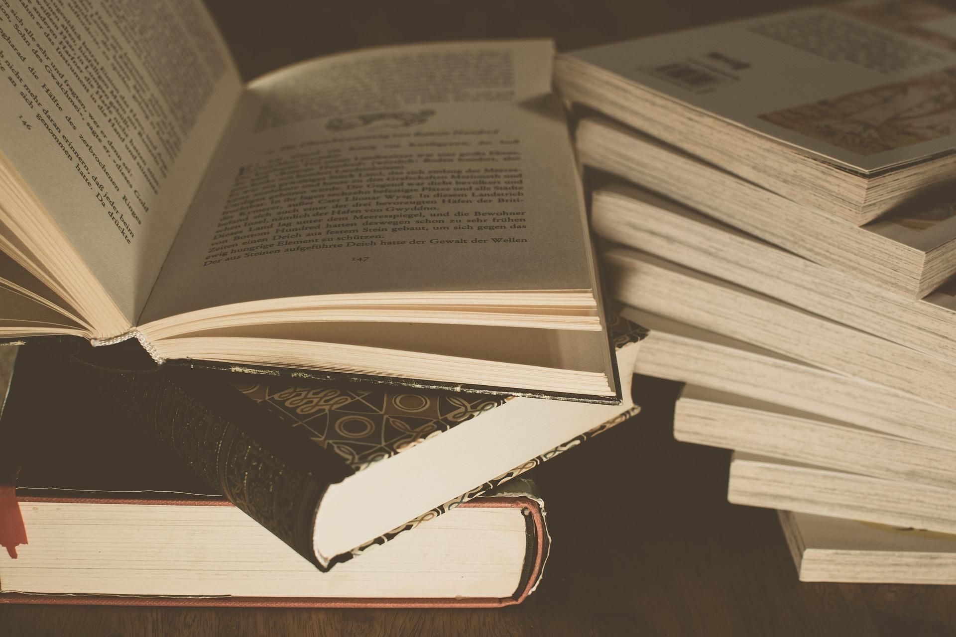 literature-3324023_1920